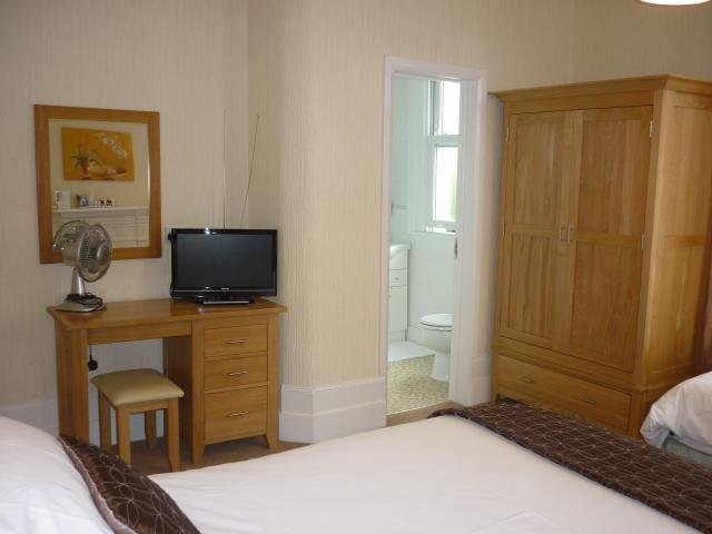 Marple_Cottgage_Guest_House_-_Guest_Room_%282%29.jpg